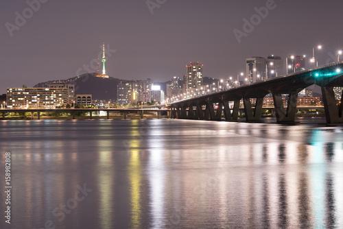Zdjęcie XXL Seoul City at Night and Han River, Yeouido, Korea Południowa