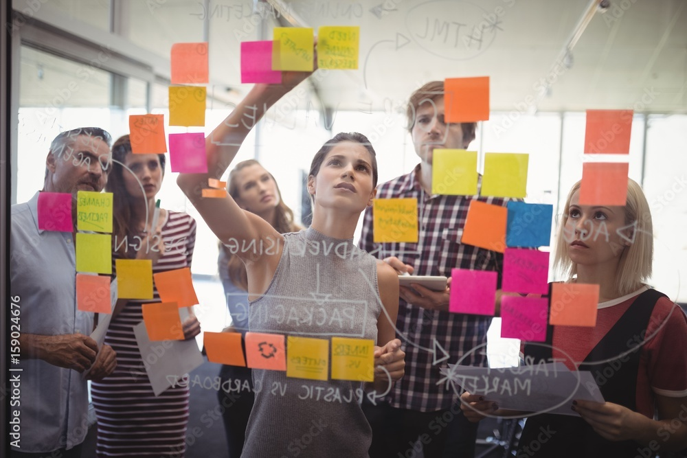 Fototapeta Business people planning with adhesive notes in creative office
