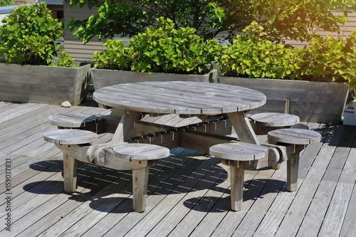 Table En Bois De Jardin Ronde Avec Tabourets Integres Buy This