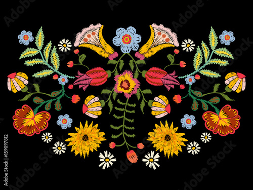 Obraz na plátne Embroidery ethnic pattern with colorful flowers