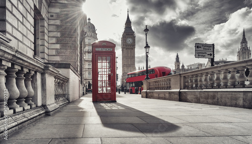 Poster Londres bus rouge Red telephone booth and Big Ben in London, England, the UK. The symbols of London in black on white colors.