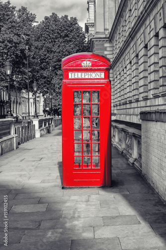 famous-english-red-telephone-box