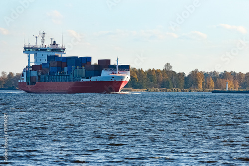 Poster Zeilen Red container ship