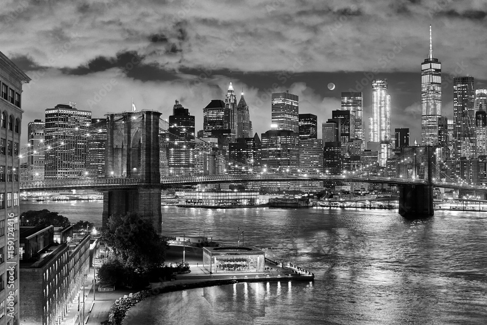 Fototapeta Brooklyn Bridge and Manhattan at night, New York City, USA.