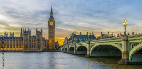 Fotografia  Big Ben i domy parlament przy zmierzchem, Londyn