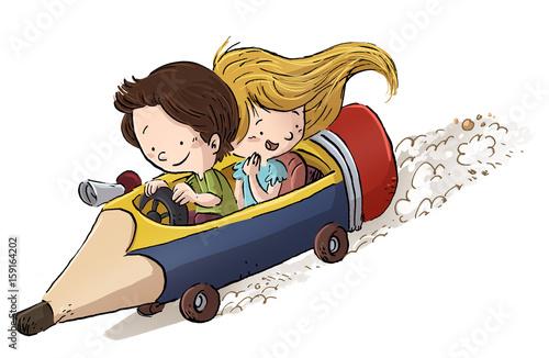 dwoje-dzieci-w-olowkowym-samochodzie