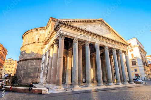 Zdjęcie XXL Panteon przy wschodem słońca, Rzym, Włochy, Europa. Rzym starożytna świątynia wszystkich bogów. Rzym Panteon jest jednym z najbardziej znanych zabytków Rzymu i Włoch