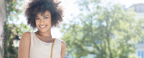 Foto  Portrait of smiling young woman.