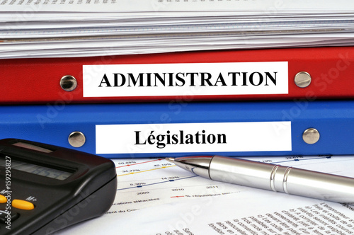 Photo  Dossiers administration et législation