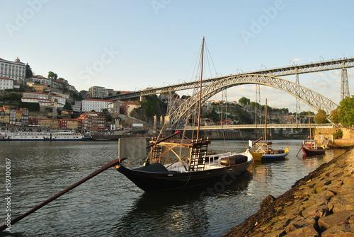 Fotografia  Dois Barcos Rabelos parados no cais de Vila Nova de Gaia ao final da tarde com p