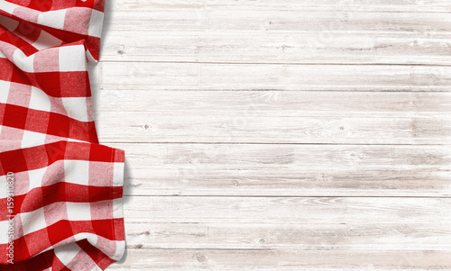 Fotografia red checkered picnic tablecloth on white wood table
