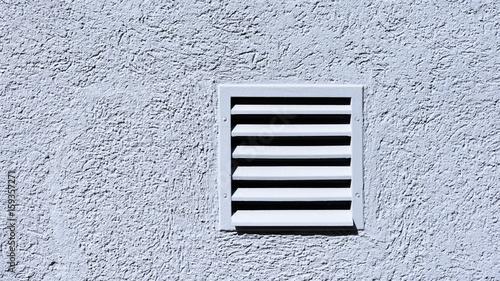 Photo  Lüftungsgitter in einer Wand eingelassen