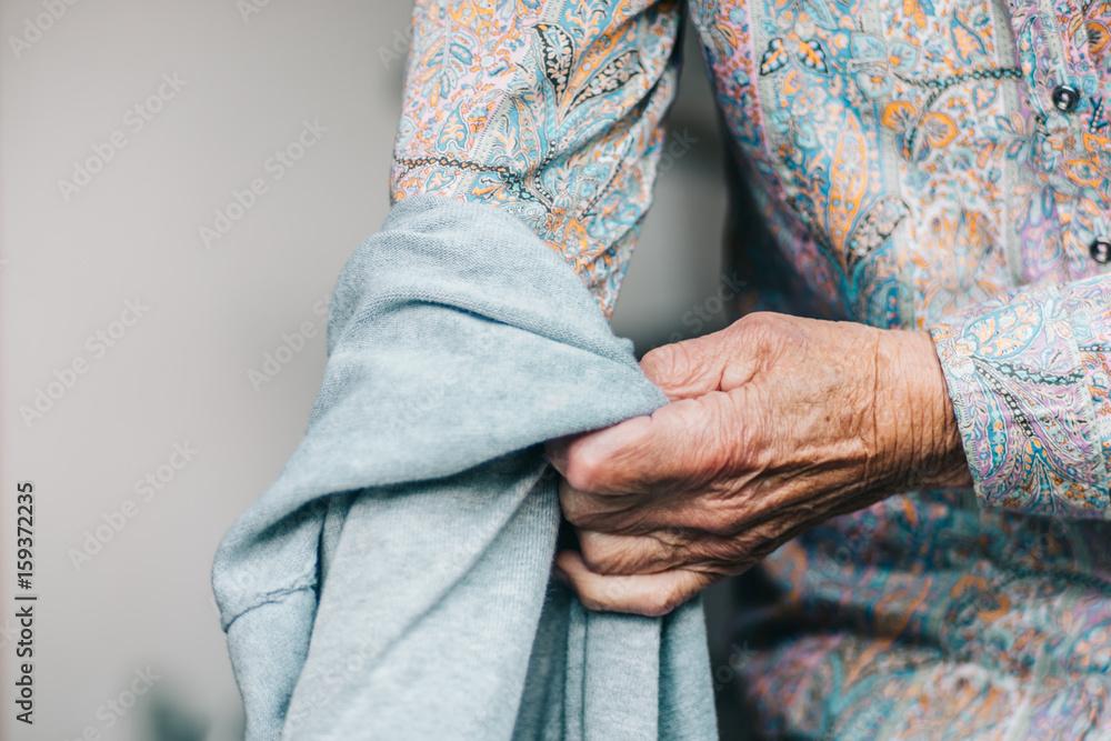 Alter Mensch/Kleidung Foto, Poster, Wandbilder bei EuroPosters