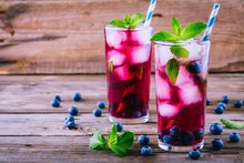 Blueberry Ice Sangria With Min...