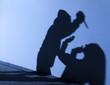 canvas print picture - Mord beim Überfall mit Messer Angriff als Schatten Silhouette