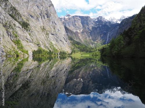 Foto op Aluminium Oceanië Wasserspiegelung am Obersee in Bayern