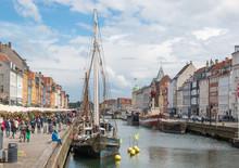 Nyhavn Hafenbecken Und Fassade...