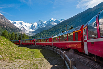 Bernina Red Train - Szwajcaria