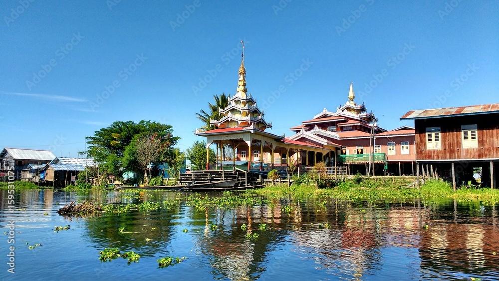 Fototapety, obrazy: Inle lake floating temple