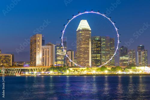 Photo  Singapore landmark city skyline at the Marina bay during twilight