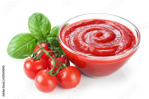 Fotografía  Bowl with ketchup basil and tomatoes isolated on white background