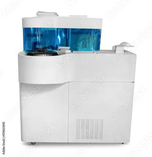 Photo Modern laboratory analyzer on white background