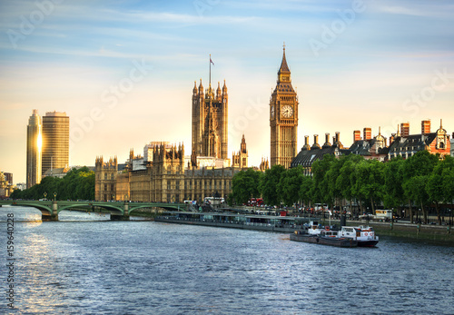 Fototapeta Big Ben i Westminster parlament w Londyn, Zjednoczone Królestwo z słońca odbiciem