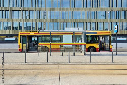 Obraz Autobus miejski. - fototapety do salonu