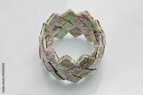 Fotografie, Obraz  bracelet réalisé avec une carte routière