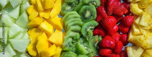 Poster Fruit quatre ensemble de fruits de couleurs originales et transformées