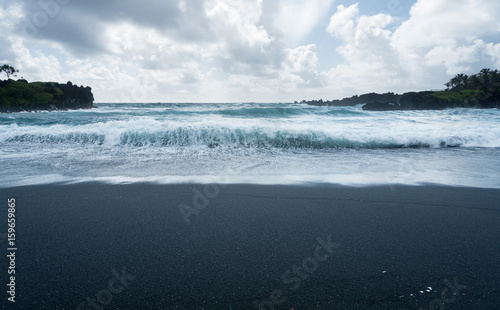 Fotografia, Obraz  Black sand beach at Waianapanapa on the road to Hana in Maui