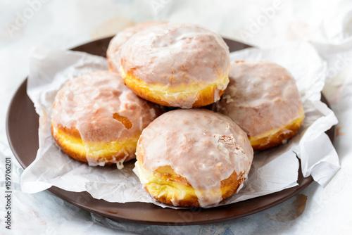 Obraz na płótnie Many donuts on a plate and paper