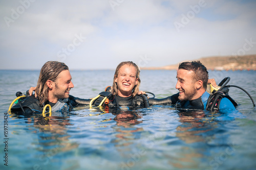 Keuken foto achterwand Duiken Scuba divers enjoying their excursion in the sea