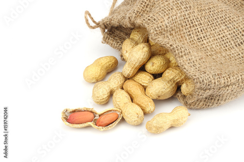 Photo peanuts in sack isolated on the white background