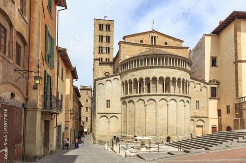 Photo Arezzo in Tuscany, Italy - Piazza Grande, Church Santa Maria della Pieve and via