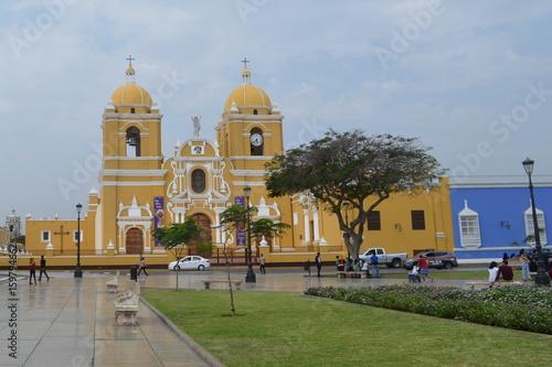 Spoed Foto op Canvas Zuid-Amerika land Cathedral Basilica of St. Mary, Trujillo, Peru