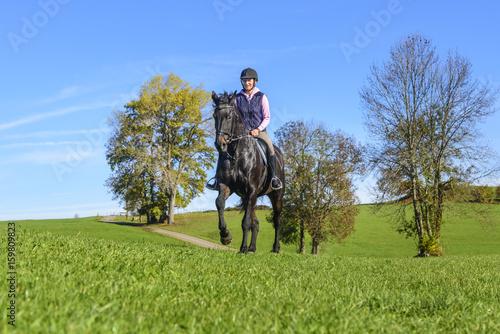 Deurstickers Paardensport Reitausflug ins Grüne
