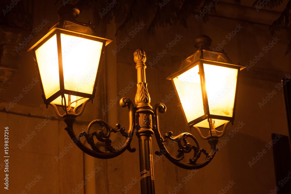 Fényképezés  Italy Sicily Adrano by night