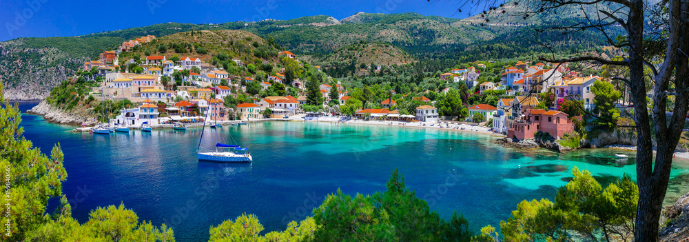 Fototapeta  colorful Greece series - colorful Assos with beautiful bay. Kefalonia island