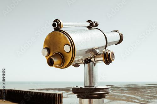 explorer lunette longue vue observer mer pirate horizon découvrir regarder oeil loin voyage voyager