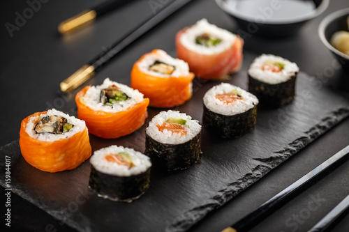 Photo Delicious sushi rolls