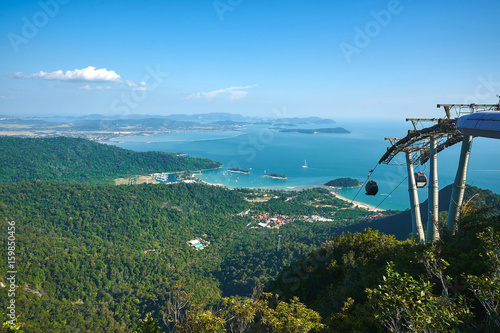 Spoed Foto op Canvas Eiland Cable car in the mountains of Langkawi island