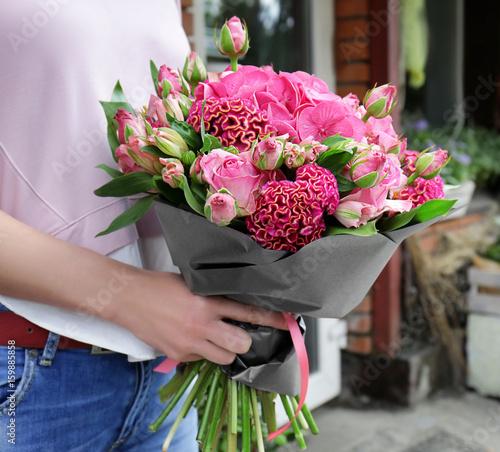 Obraz na plátně  Woman holding beautiful bouquet of pink flowers