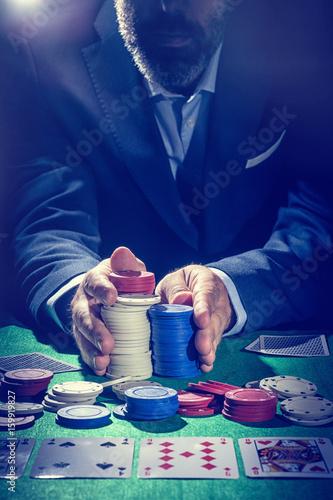 Pokerspieler setzt alles Canvas Print