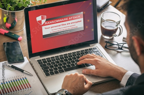 Stampa su Tela Ransomware alert on a laptop screen