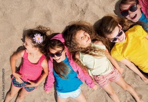 Zdjęcie XXL Dzieci bawiące się na plaży