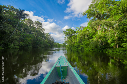 Photo Travelling by boat into the depth of Amazon Jungles in Cuyabeno National Park, E