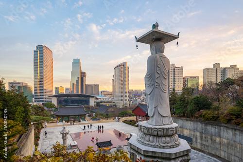 Naklejka premium Miasto Seul z zachodem słońca w Korei Południowej