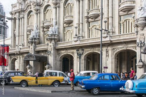 "Poster Rouge, noir, blanc Fassade des Grossen Theaters ""Garcia Lorca"" in Havanna."
