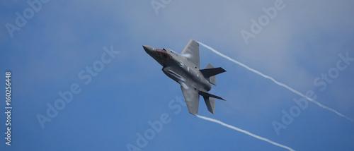 Photo avion de chasse très rapide bannière